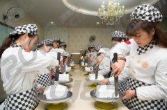 学西点烘焙好不好就业_哈尔滨新东方西点学校
