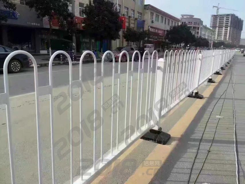 广东中山海南西安喷塑道路百川锌钢常规防眩U型市政护栏工厂厂家
