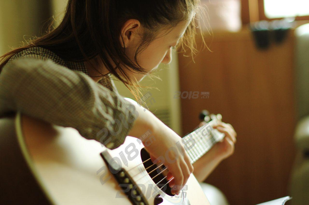 学吉他弹唱技能 成为个多才多艺的人 成人儿童培训