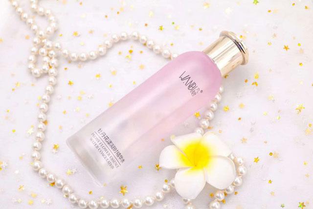 丸碧牡丹花漾凝时精华水,轻熟肌必备的紧致保湿护肤品