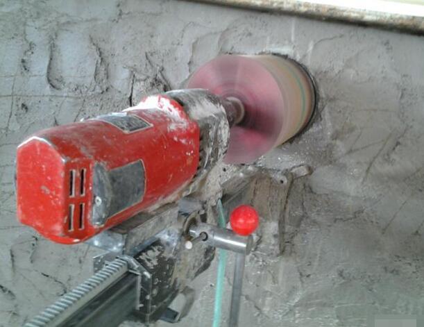 承接各种砖墙打孔、混凝土墙打洞、楼板钻孔