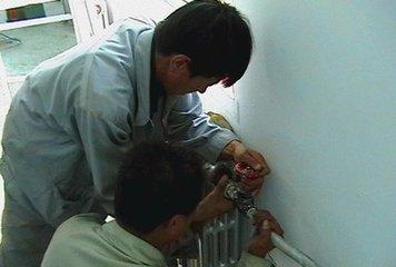 太原坞城中街专业师傅维修暖气阀门漏水安装改造上下水管打孔