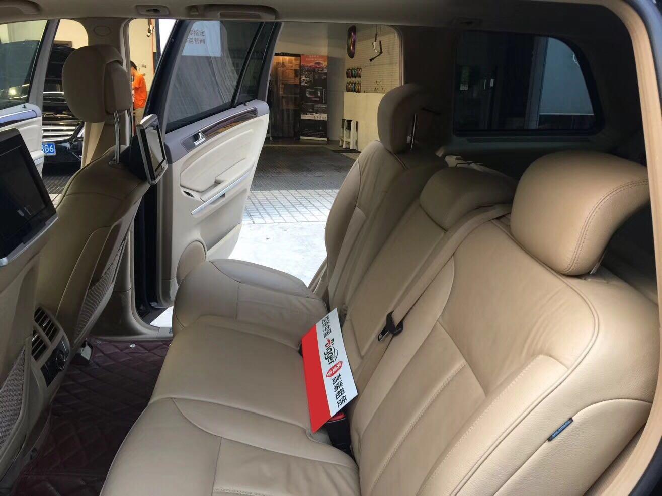 上海租奔驰GL450自驾一天租金要多少钱