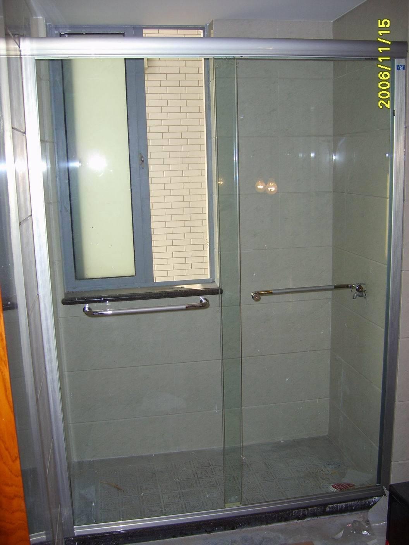 浴室玻璃门 上海浴室玻璃移门下沉 拉不动 滑轮断裂故障维修